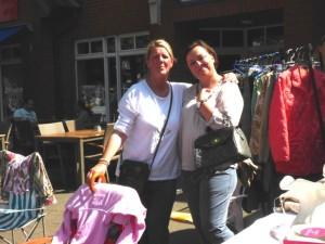 Silke Götze und Jana Burmeister mit guter Laune, nach guten Geschäften